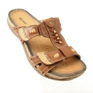 Earth Slip On Strappy Brown Sandals Size 7.5
